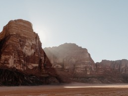 Paola Lattarini destination wedding elopement photographer travel blog Jordan Giordania desert Petra Wadi Rum