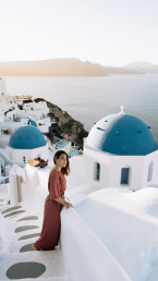 Paola Lattarini destination wedding photographer home Santorini destination Greece oia blue dome sunrise
